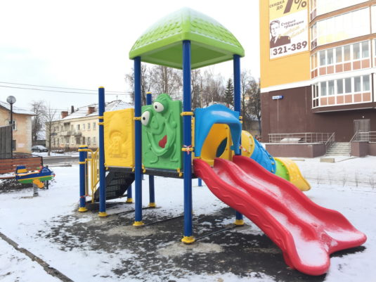 Изображение детского пластикового комплекса ИК 0005 зимой - портфолио Dgorodki.ru