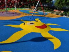 Оформление детской площадки возле многоквартирных домов