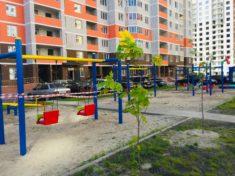 Проверяем расстояние от парковки до детской площадки и другие нормы